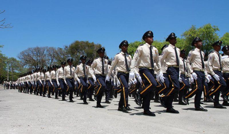 Parades de policiers.