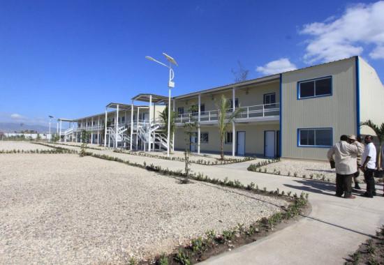 Le siège temporaire du parlement haïtien construit par le Gouvernement américain 2011.