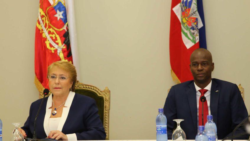 Le présidente d'Haïti Jovenel Moïse et la présidente du Chili Michèle Bachelet lors de sa visite en Haïti le 27 mars 2007. Crédit photo : Ministère de la Communication.