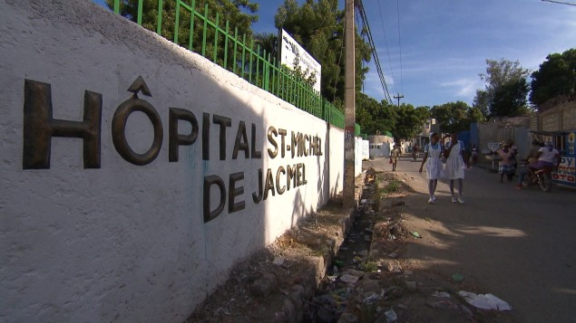 Le mur-facade de l'Hopital Saint-Michel de Jacmel./Photo: Radio Canada