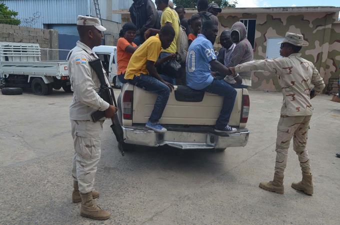 Immigrants haïtiens illégaux arrêtés en RD. Crédit photo : listindiario
