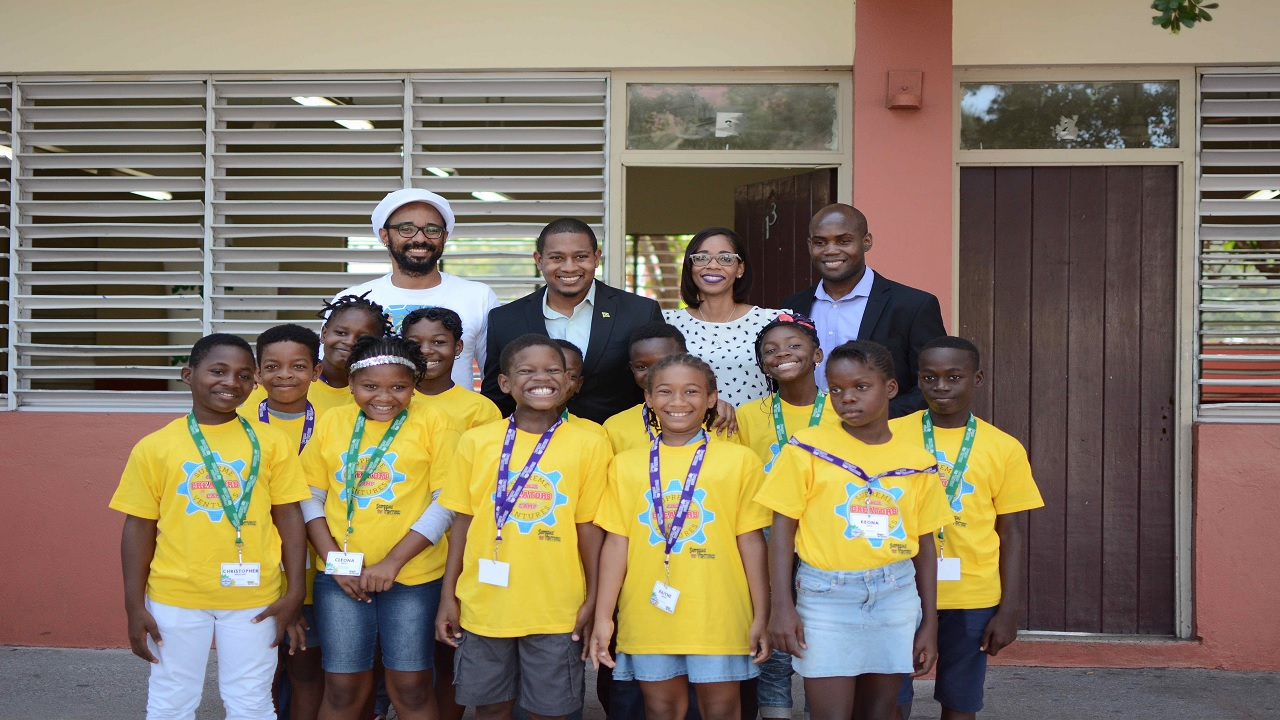 A total of 120 students from several primary schools in the Corporate Area benefitted from the Camp experience, which began on August 14 and ended on August 25.