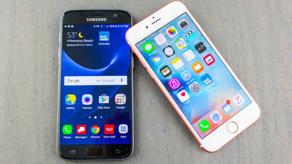 De jeugdige dieven munten het op iPhones en Samsung Galaxy telefoons en reageren op verkopers, die hun waar via social media aanbieden.