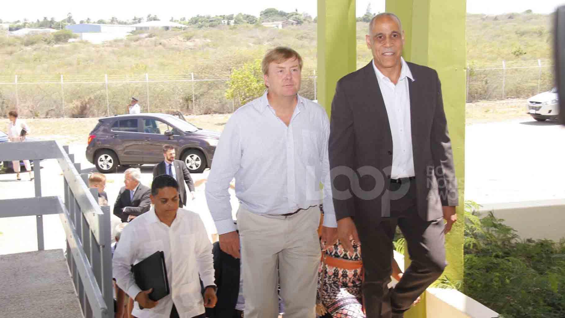 Koning Willem-Alexander vertrekt vandaag naar Sint-Maarten, Sint-Eustatius en Saba om daar de gevolgen van orkaan Irma met eigen ogen te aanschouwen.