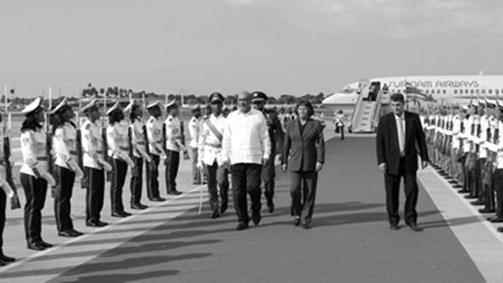 President Bouterse bij aankomst op Cuba. Foto: Gov.sr