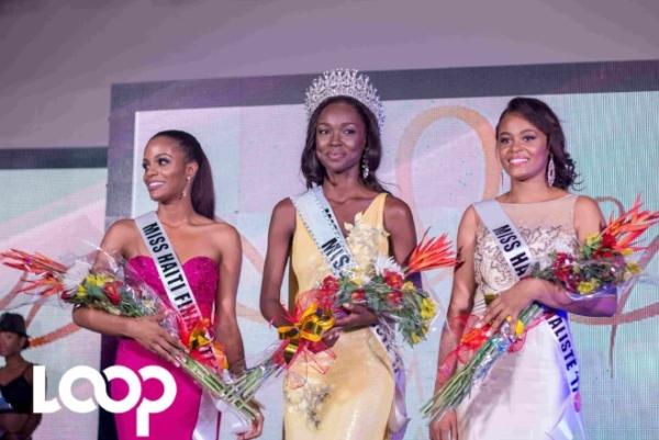 De gauche à dte: Caroline Begein, première dauphine, Cassandra Chéry, Miss Haiti Universe 2017 et Marie Gerline Moreau, deuxième dauphine, à la finale du concours en l'hotel Marriott le 2 septembre