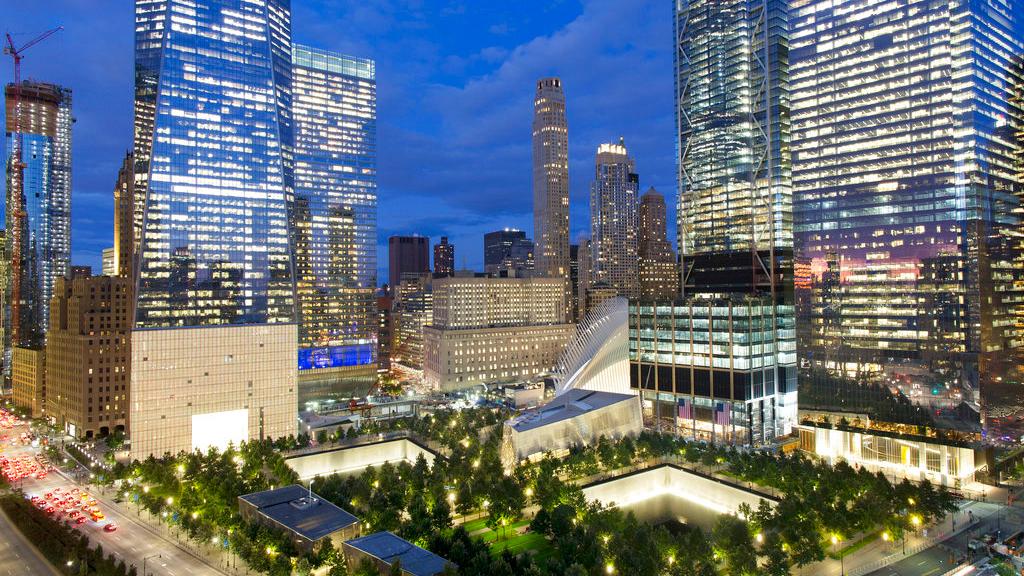 Zestien jaar geleden vlogen islamistische terroristen met gekaapte verkeersvliegtuigen de twee torens van het World Trade Center in New York binnen