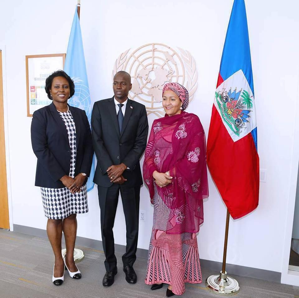 Le président Jovenel Moïse entre la vice-secrétaire générale des Nations Unies, Amina J. Mohammed et la première dame Martine Moïse. Crédit photo : Facebook Présidence d'Haïti.