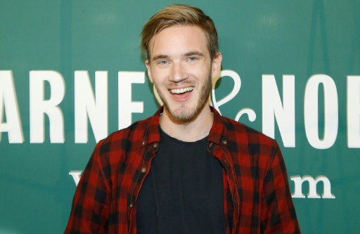 "PewDiePie lors de la signature de son livre ""This Book Loves You"" à New York, le 29 octobre 2015"