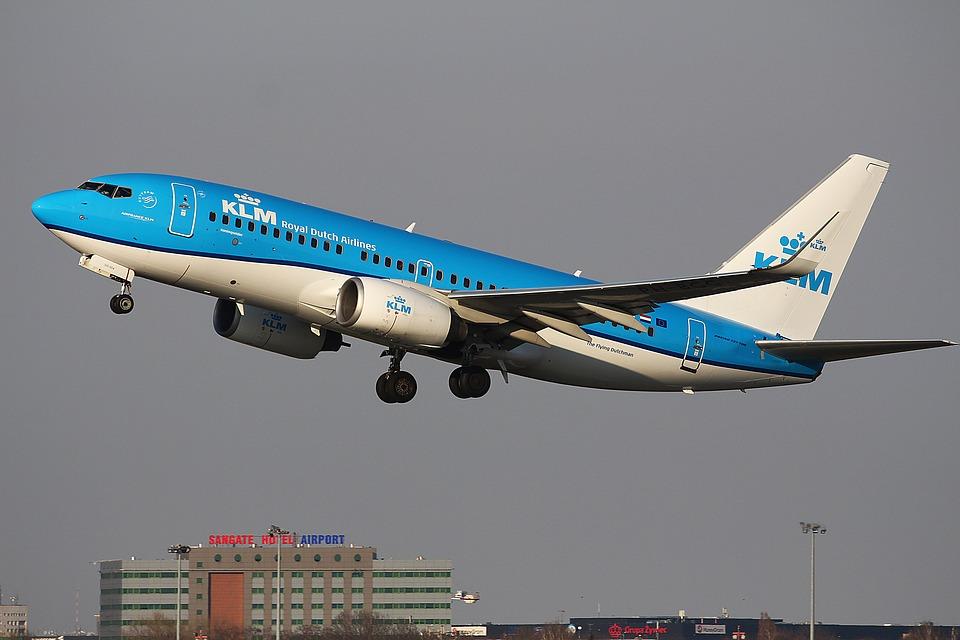 Voor de passagiers van wie de vluchten zijn gecanceld heeft de KLM een omboekregeling geregeld