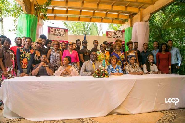 Le comité organisateur pose avec les mannequins, designers et créateurs de mode qui participeront à la cinquième édition d'Haiti Fashion Week./Photo: Estailove Saint-Val