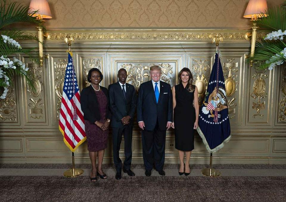 Les couples Moïse et Trump posent pour une photo à New-York.
