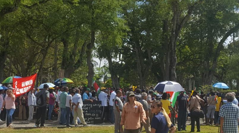 Het lijkt er op dat er voorlopig niet meer op het plein geprotesteerd (of gefeest) mag worden.