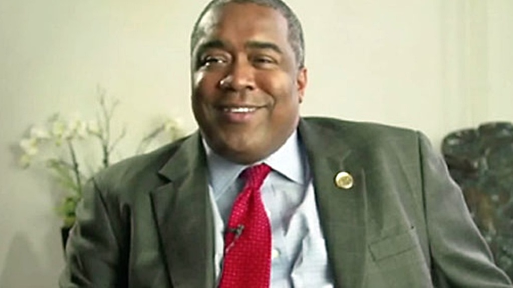 Minister Gilmore Hoefdraad van Financien.