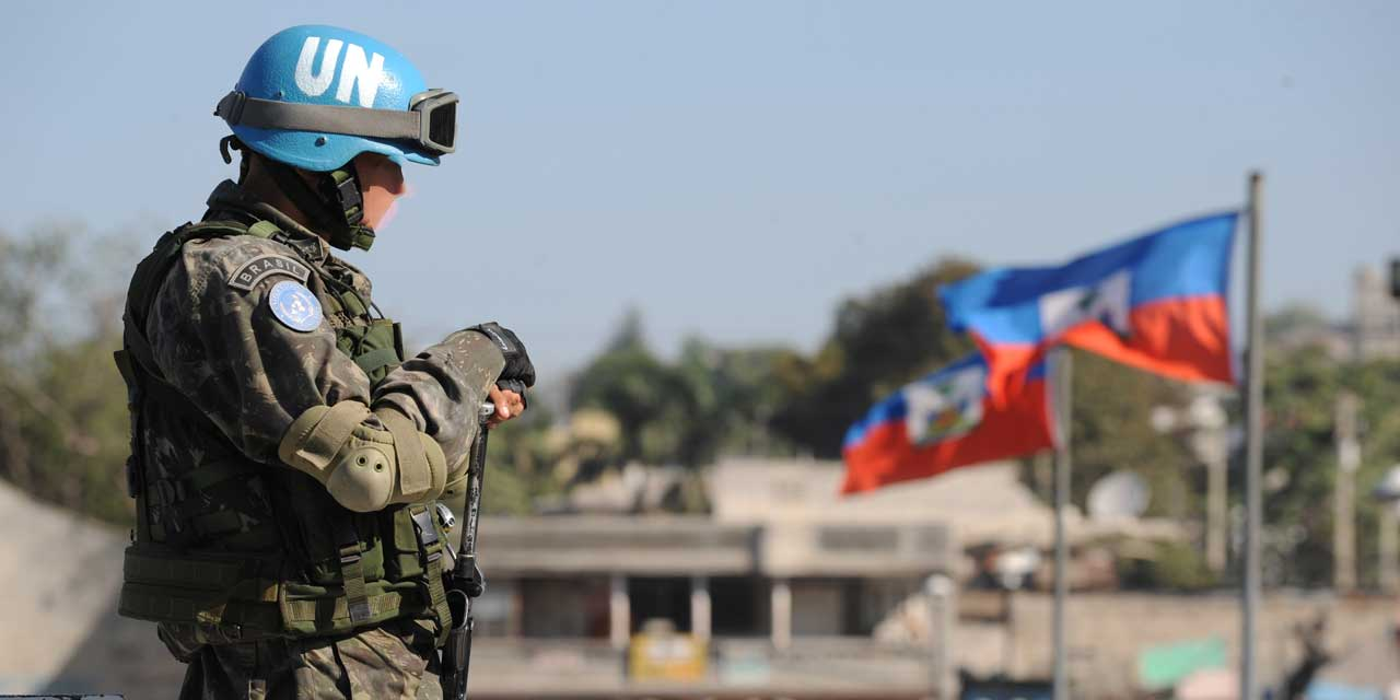 Un casque bleu de la Minustah./ Credit photo: ONU