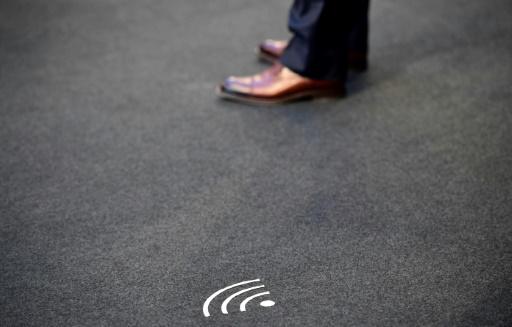 AFP/Archives / TOBIAS SCHWARZ Signalétique indiquant la présence d'un réseau wifi à Berlin, le 31 août 2016