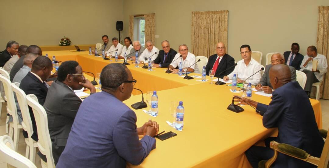 La délégation cubaine en réunion avec le président Jovenel Moïse au Palais national. Crédit photo : Twitter Jovenel Moïse