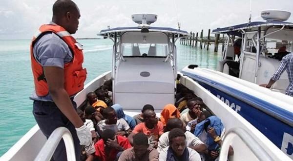 Des migrants haïtiens arrêtés aux Bahamas. Crédit photo: Heure Infos