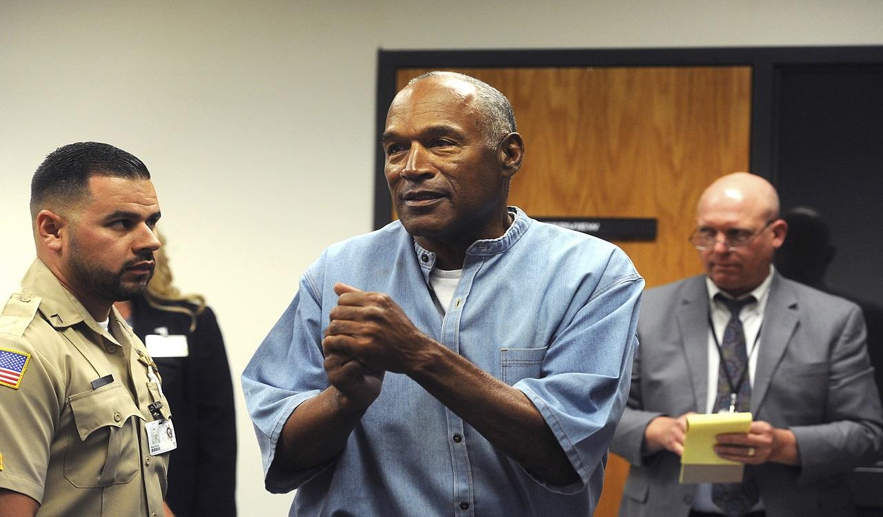 Simpson werd in oktober 2008 veroordeeld tot 33 jaar gevangenisstraf, nadat hij samen met drie anderen een roofoverval pleegde in een hotelkamer in 2007.