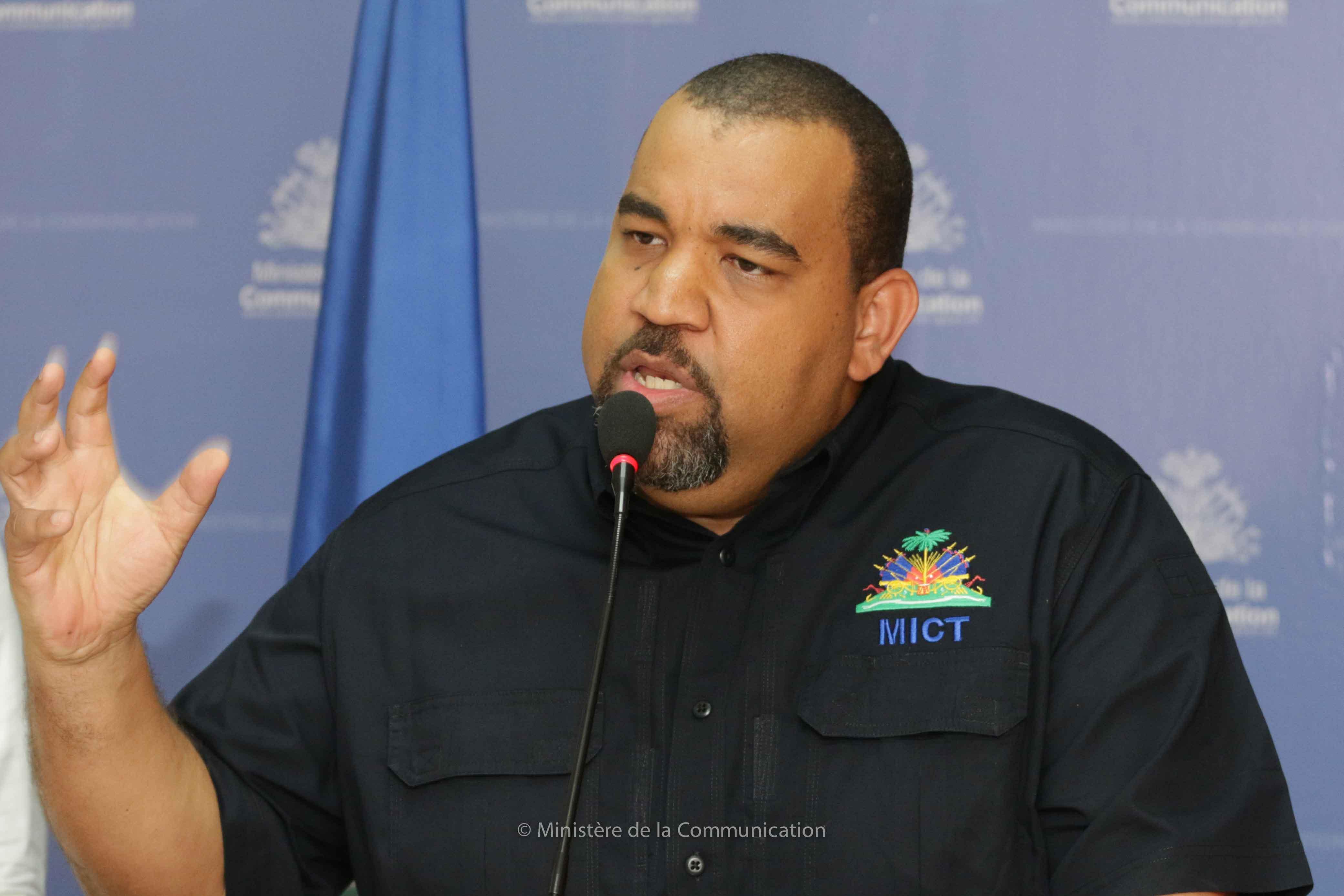 Le Ministre de l'Intérieur des Collectivités Territoriales Max Rudolph St Albin. Crédit photo : Ministère de la Communication.