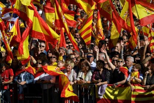 AFP / LLUIS GENE Manifestation pour défendre l'unité de l'Espagne, à Barcelone, le 29 octobre 2017, deux jours après la déclaration unilatérale d'indépendance du Parlement régional catalan
