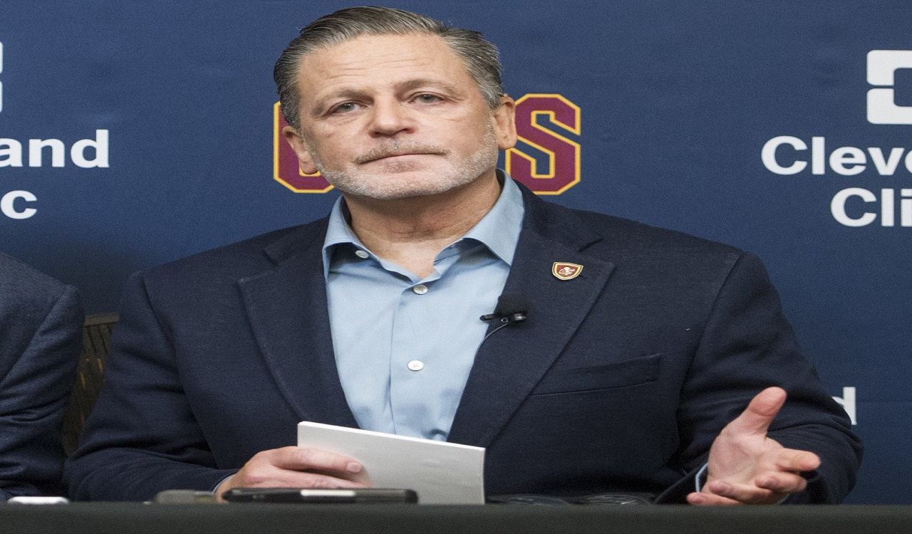 38a39d9c84eb Cavs owner gets  vile  voicemails after LeBron s  bum  tweet