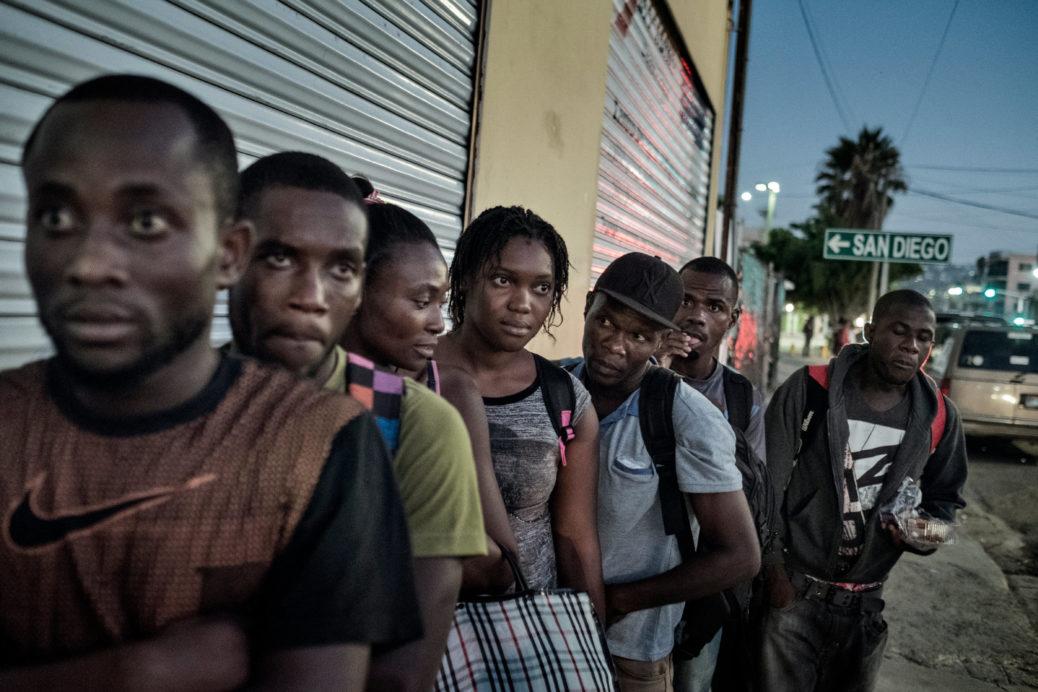 Une file d'Haïtiens au Mexique. Crédit photo: nofi.fr