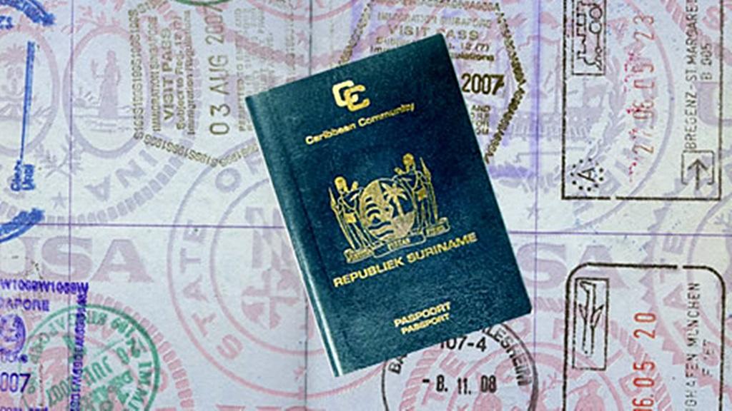 Surinamers kunnen voor enige tijd geen 'normaal' paspoort aanvragen bij CBB.