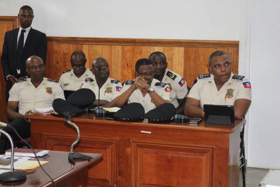 Le Haut état-major de la Police Nationale d'Haiti (PNH) devant le sénat. Crédit photo : Facebook PNH.
