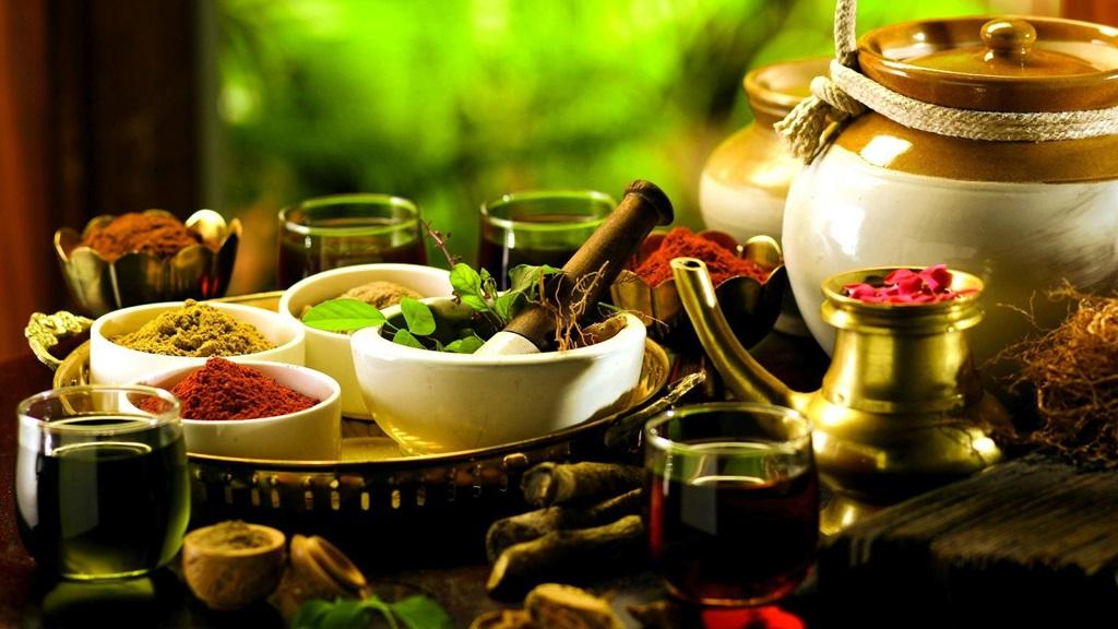 Middelen gebruikt bij Ayurveda, de traditionele Indiase geneeswijze. Foto: BHHeadache Institute