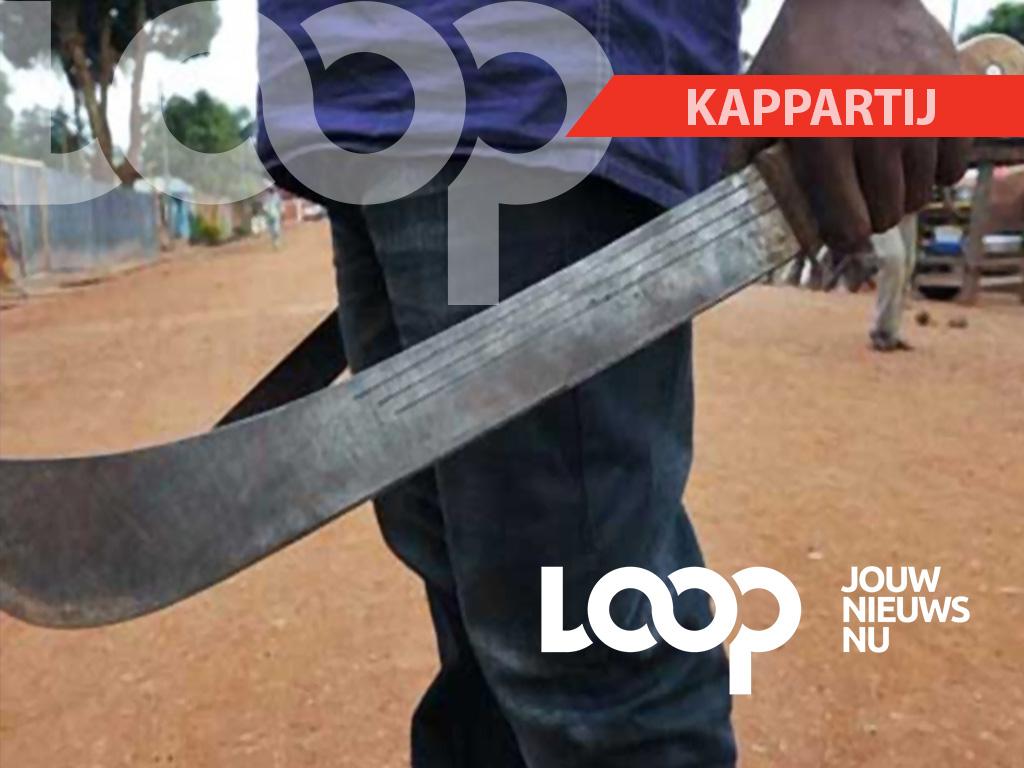 Zowel de vrouw en haar broer zijn aangehouden en overgebracht naar het politiebureau. Het scherp voorwerp is aangetroffen en in beslag genomen.