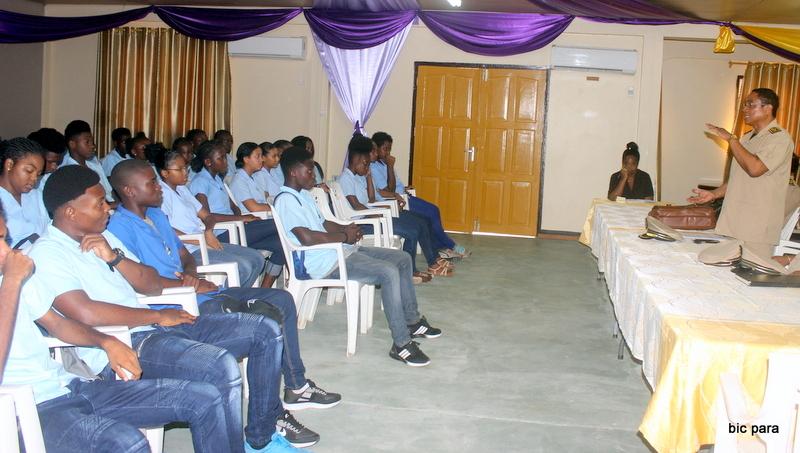 De burgervader sprak tijdens zijn motivatiegesprek, over factoren die van belang zijn als drijfveer voor de leerlingen om hun best te doen op school. (Foto: BIC Para)