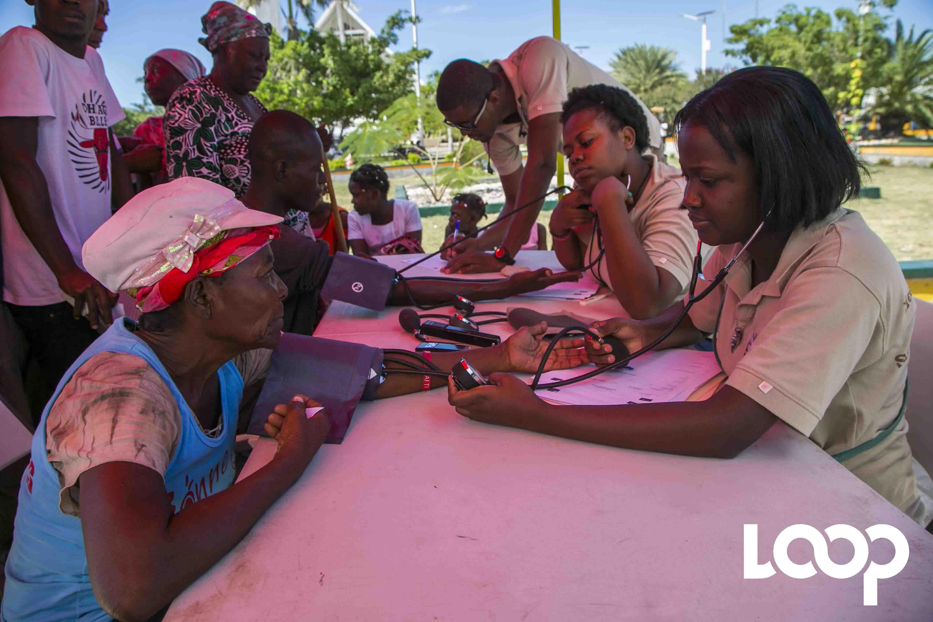 Digicel et l'ONG AHF procurent des soins gratuits aux Gonaïves. Photo : Estailove St-Val/LoopHaiti