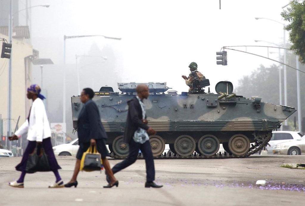Berichten melden dat mensen van Zimbabwe vandaag normaal op het werk zijn, ondanks de coup van de militairen.
