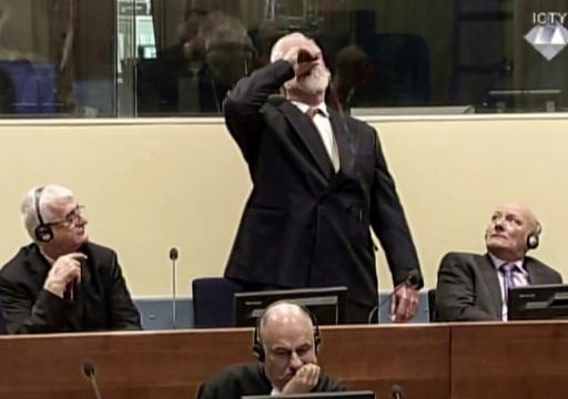 International Criminal Tribunal for the former Yugoslavia/AFP / -  Capture d'image de la vidéo du TPIY sur laquelle on voit l'ex-chef militaire des Croates de Bosnie Slobodan Praljak avaler du poison, au moment du verdict, le 29 novembre 2017 à La Haye