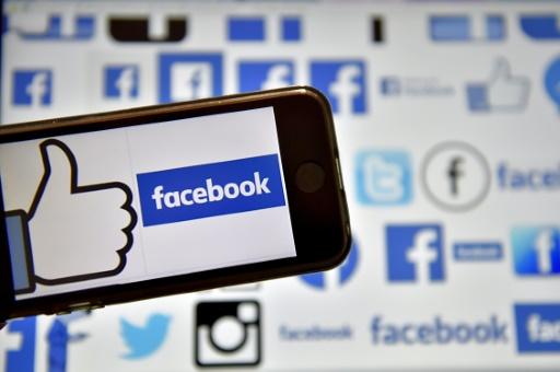 """AFP/Archives / LOIC VENANCE  Facebook propose à ses abonnés de lui adresser leurs photos compromettantes, dans le cadre d'un programme testé en Australie pour lutter contre le """"revenge porn"""", qui consiste à diffuser des clichés ou vidéos intimes de proches sans leur consentement"""