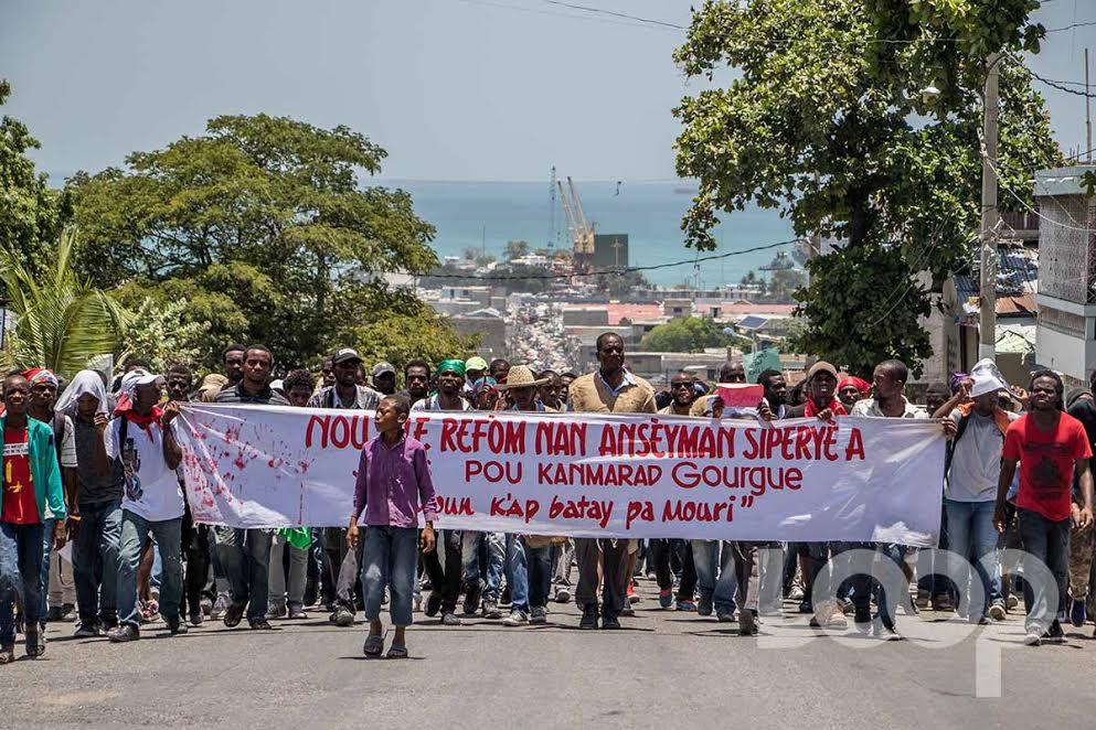 Des étudiants de l'UEH dans la rue pour réclamer justice pour leur camarade Jean John Rock Gourgueder./Photo archives