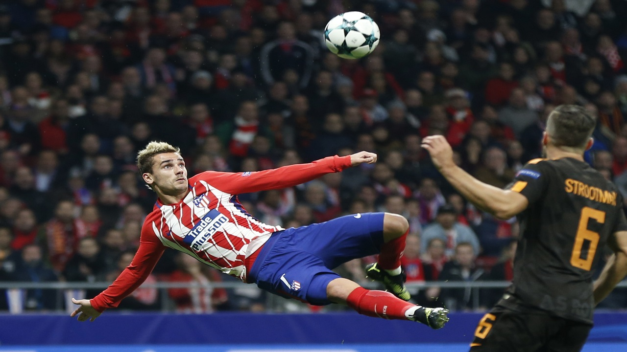 Atletico's Antoine Griezmann scores the opening goal during a Champions League group C  football match against Roma at the Wanda Metropolitano stadium in Madrid, Wednesday, Nov. 22, 2017.