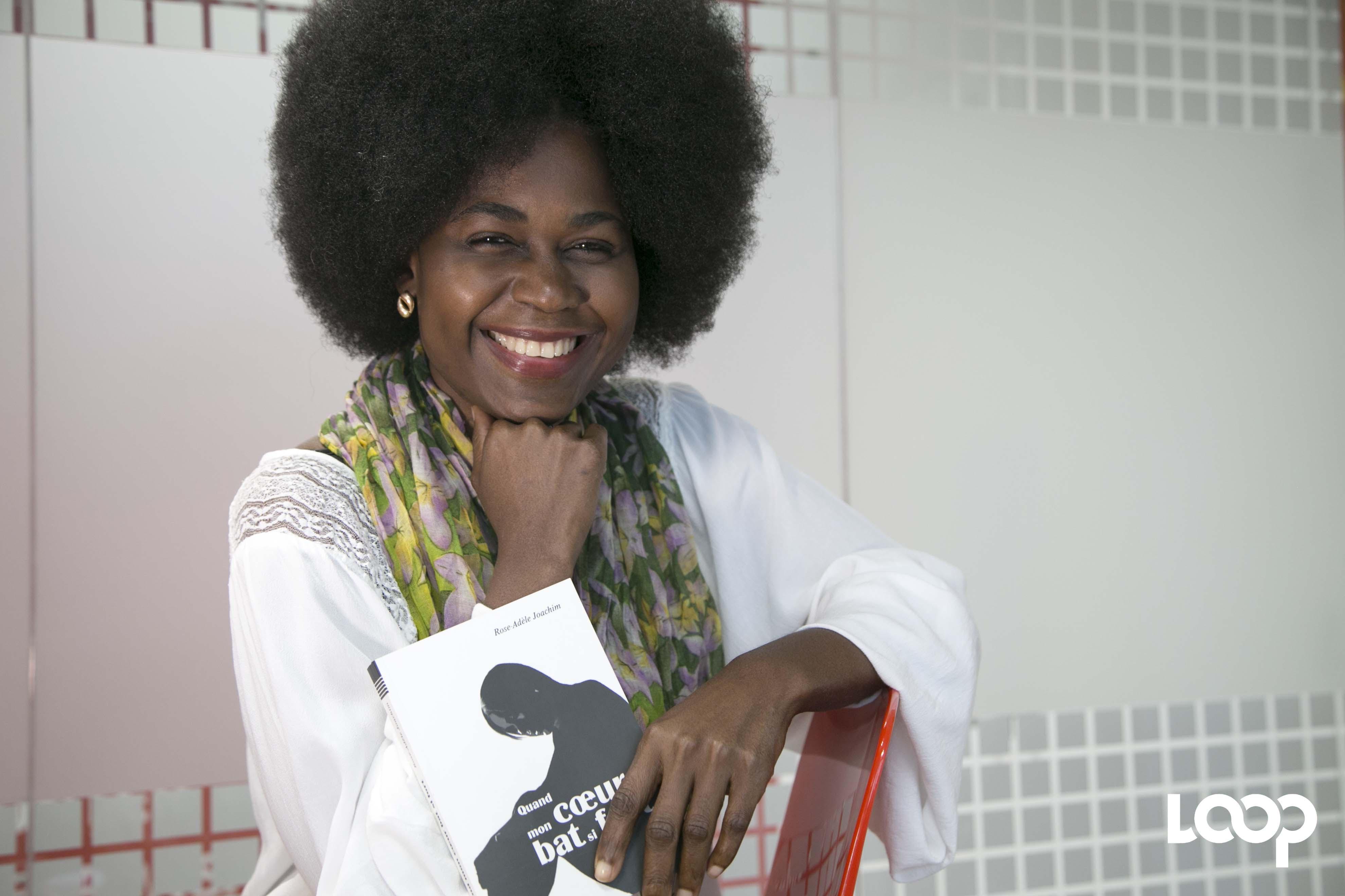 Rose-Adèle Joachim, actrice, directrice générale de RAJ Magazine, auteure de « Quand mon cœur bat si fort ». Photo : Loop Haïti/ Estaïlove St-Val.