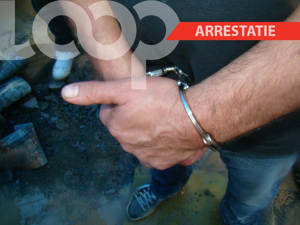 De politie van het ressort Livorno heeft de man inmiddels aangehouden voor bedreiging, nadat zijn ex-vriendin aangifte had gedaan tegen hem.