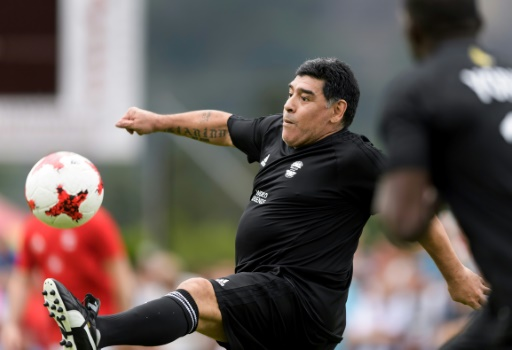 Maradona va jouer au foot avec le président Maduro — Venezuela