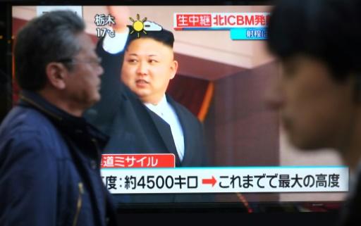 AFP / KAZUHIRO NOGI  L'image du leader nord-coréen Kim Jong-Un diffusée à la télévision japonaise après un nouveau tir de missile, le 29 novembre 2017 à Tokyo