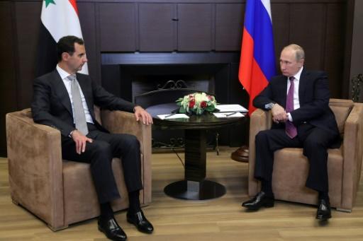 SPUTNIK/AFP / Mikhail KLIMENTYEV  Le président russe Vladimir Poutine avec son homologue syrien Bachar al-Assad à Sotchi, dans le sud de la Russie, le 20 novembre 2017
