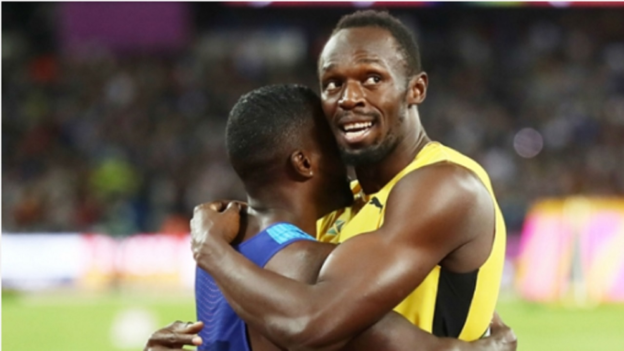 Usain Bolt (right) embrases Justin Gatlin after the American won the 100-metre gold medal at the World Championships in London on August 6, 2017.