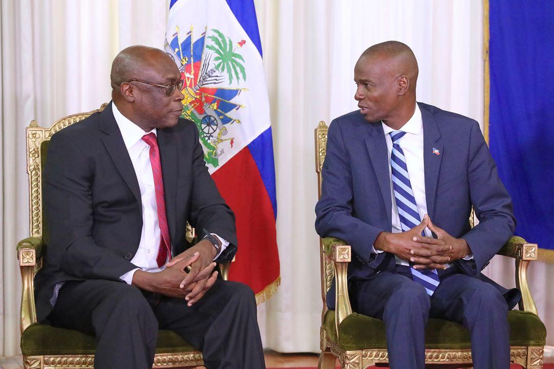 Le président Jovenel Moïse et le nouvel ambassadeur du Burkina Faso accrédité en Haïti, Marc Somda. Photo : Facebook/Présidence d'Haïti.