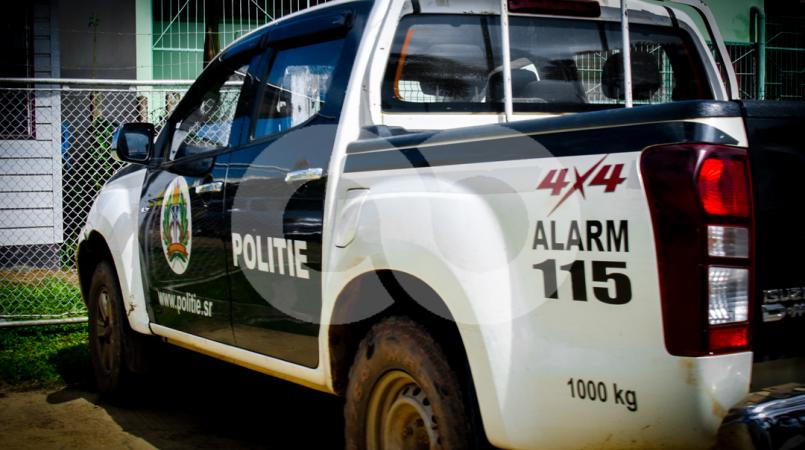 Bij aankomst van de politie werd het drietal overgedragen en overgebracht naar het politiebureau.