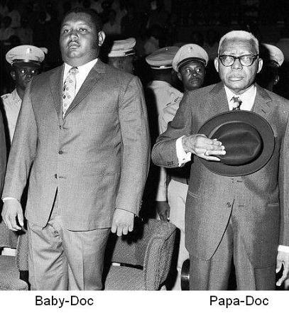 De gauche à droite: Jean Claude Duvalier (Baby Doc) et son père Francois, lors de la passation du pouvoir./Photo: agoravox.fr