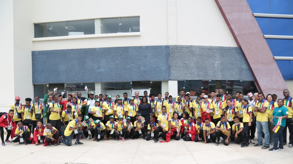 De Surinaamse delegatie van schoolsporters op de Consude Games in Bolivia.