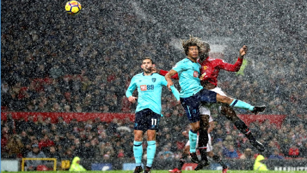 Manchester United's Romelu Lukaku, centre right, scores against Bournemouth during their English Premier League football match at Old Trafford, in Manchester, England, Wednesday, Dec. 13, 2017.