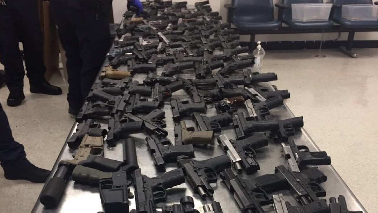 Photo showing the firearms recently intercepted by US agents, via the Jamaica Constabulary Force's Twitter account.